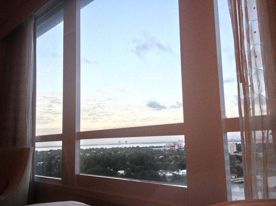 Fontainebleau Miami Beach : view from room - harbor view