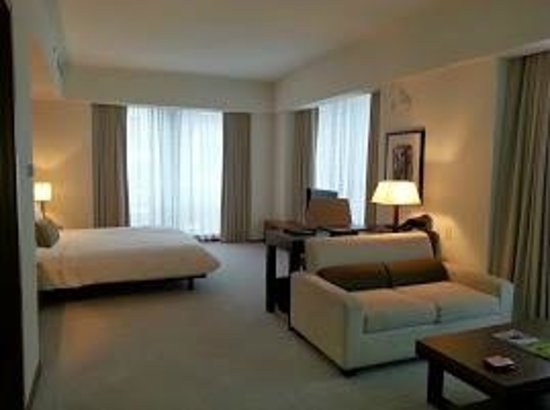 Langham Place, New York, Fifth Avenue: suite at Langham NY