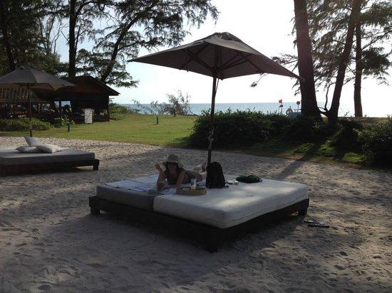 Renaissance Phuket Resort & Spa : Big Bed by the Sand Box