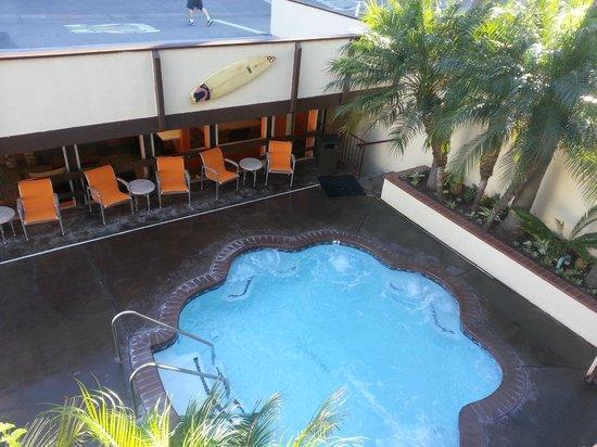 Pacific Edge on Laguna Beach, a Joie de Vivre Hotel: Jacuzzi, pool is on the left
