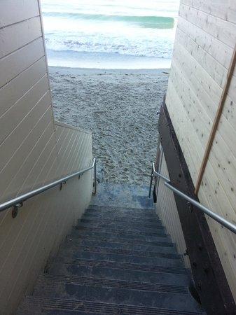 Pacific Edge on Laguna Beach, a Joie de Vivre Hotel: walk way to beach