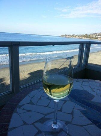 Pacific Edge on Laguna Beach, a Joie de Vivre Hotel: Morning wine