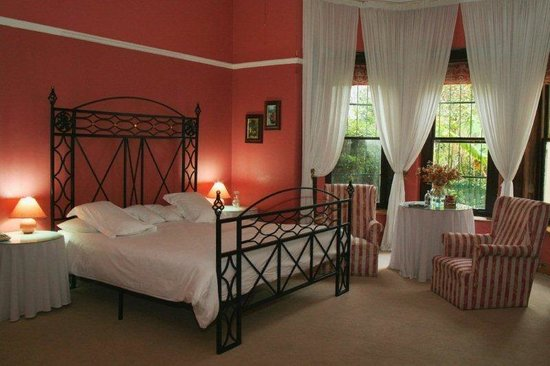 Mountain Manor Guesthouse: Executive Honeymoon Suite - stunning Colonial room