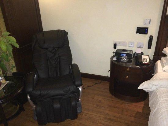 Radisson Blu Hotel Chennai : one good thing..massage chair..coool