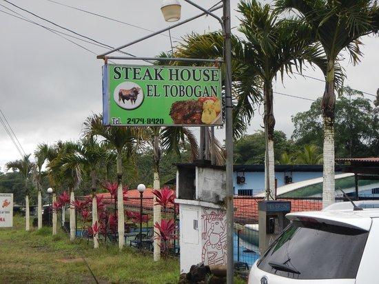 Steak House el Tobogan: Signage