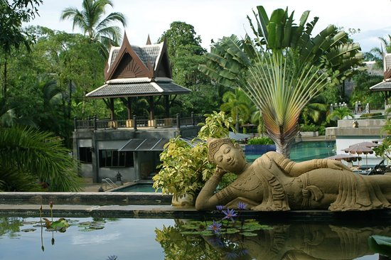 Mukdara Beach Villa and Spa Resort: part of the swimming pool area