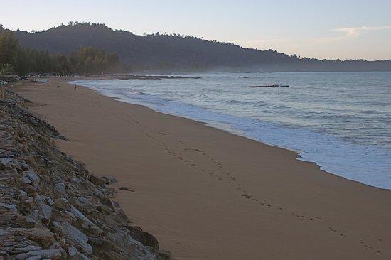 Mukdara Beach Villa and Spa Resort: Bang Niang Beach  , prior to sunrise