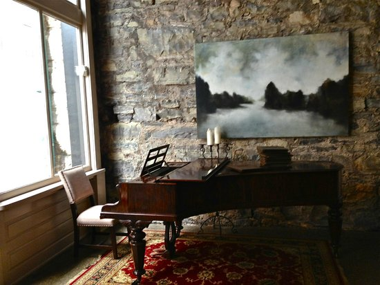 The Dwell Hotel: Gorgeous grand piano