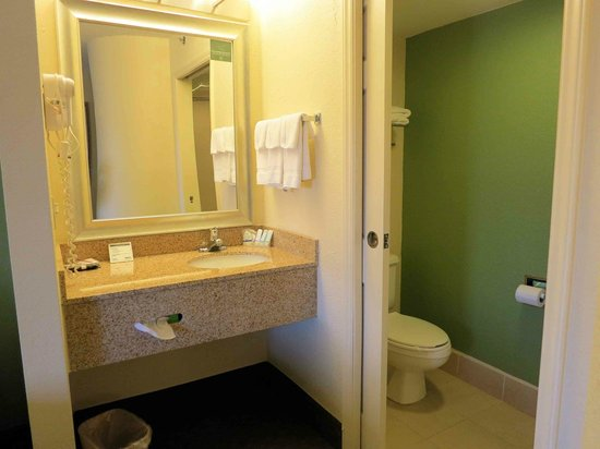Sleep Inn North Lake : Room 513 - sink and bath