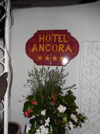 Hotel Ancora: Hotel Entrance