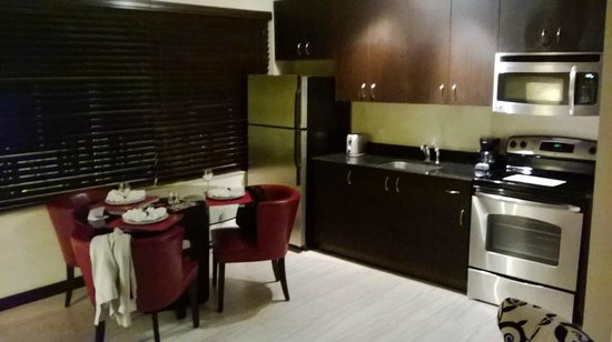 Tradewinds Apartment Hotel: One bedroom apartment