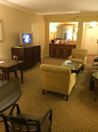 Four Seasons Hotel Atlanta: living room