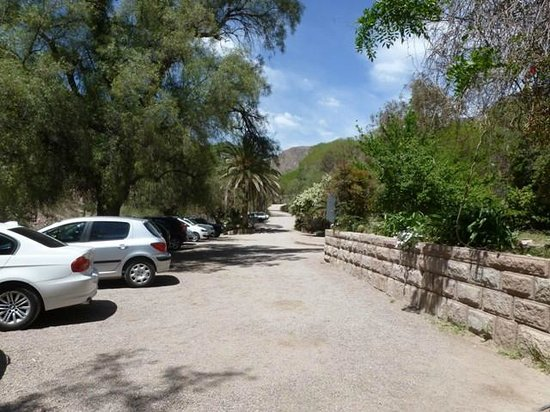 Hotel & Spa Termas Cacheuta : estacionamiento