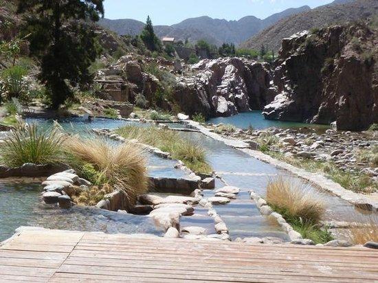 Hotel & Spa Termas Cacheuta : increibles vistas desde las piletas
