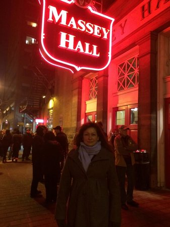 Grand Hotel & Suites: Massey Hall 2 blocks away