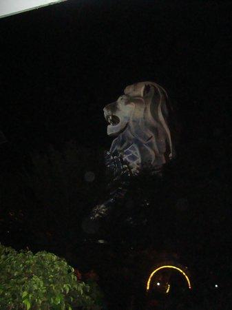 Sentosa Merlion : merlion at night