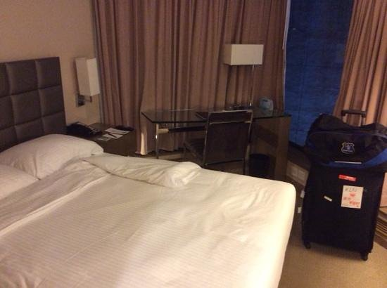 The Kowloon Hotel: room