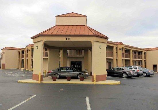 Rodeway Inn & Suites North : Rodway Inn Clarksville