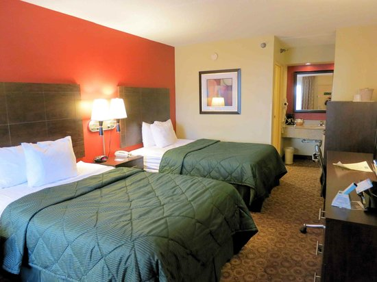 Rodeway Inn & Suites North: Room 221 - nice and comfortable