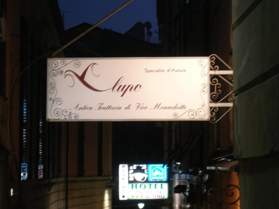 Il Lupo Antica Trattoria: Sign to entrance, down the small street