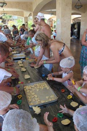 Otium Eco Club Side : Дети делали печенье.