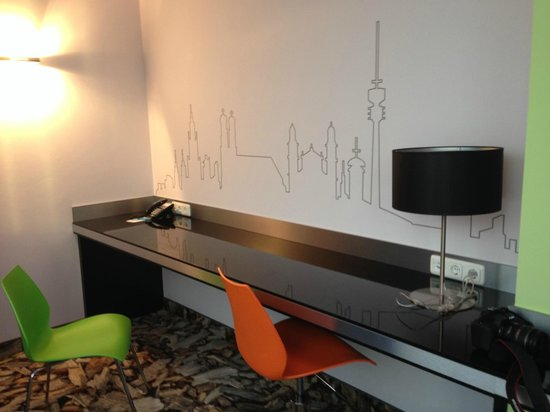 Ibis Styles München Ost Messe: the desk (with excellent internet)