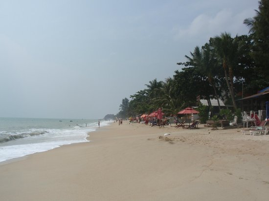 Lamai beach looking from North to South, January