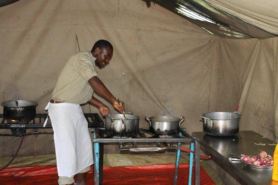 Serengeti Wildcamp: wonderful kitchen in wildcamp
