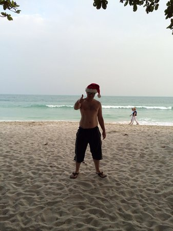 King's Garden Resort: Enjoying beach life on Christmas Day, right in front of the resort