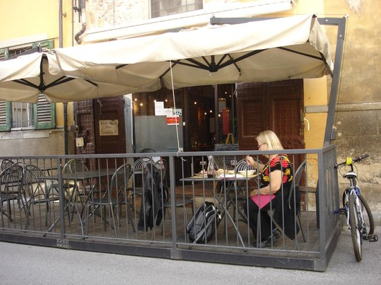 Trattoria della Faggiola: Outdoor seating right on the street or nice wooded interior.