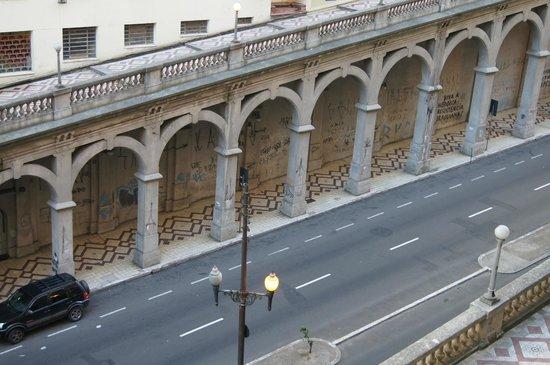 Everest Porto Alegre Hotel: Vista de pavimentos inferiores do Hotel