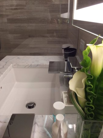 the Quin : Beautiful marble bathroom