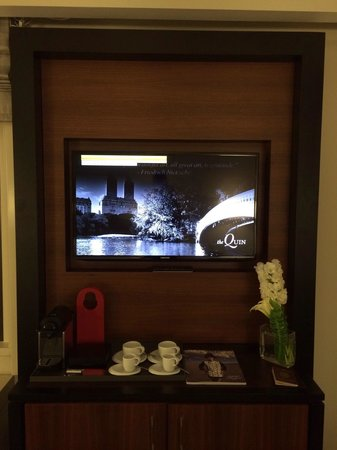 the Quin : Tv, minibar and complimentary Nespresso