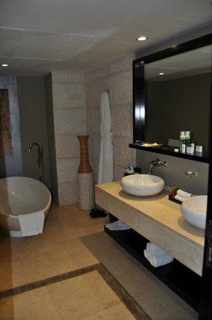 InterContinental Mauritius Resort Balaclava Fort: Bathroom
