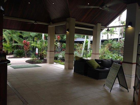 Paradise Links Resort Port Douglas: Open-air reception... very tropical!