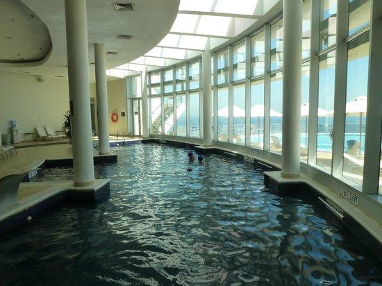 Sheraton Miramar Hotel & Convention Center : pisina climatizada cubierta