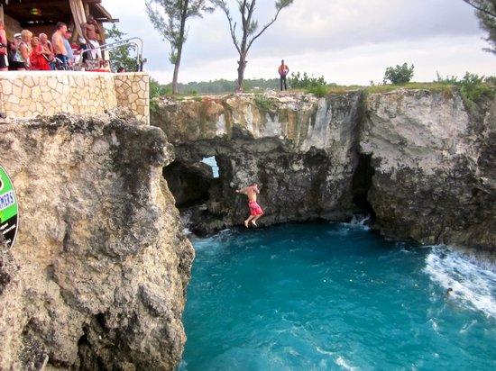 Hotel Riu Montego Bay: Cliff Diving at Rick's Cafe