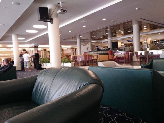 Rimonim Shalom Hotel Jerusalem: Lobby e bar do hotel