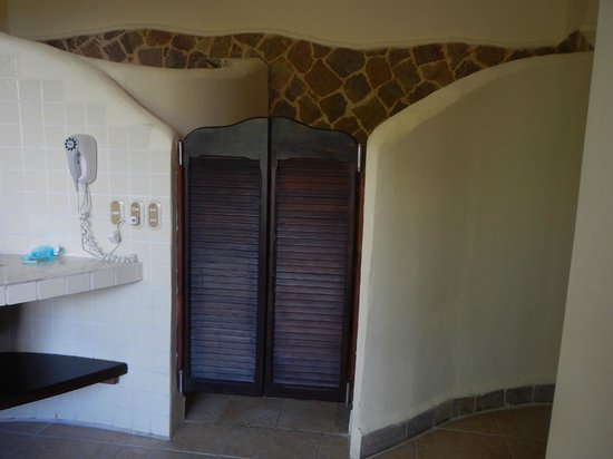 Issimo Suites Boutique Hotel and Spa: Toilet and Bidet