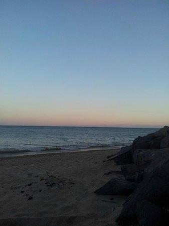 Camping Mediterranee-Plage: sonnenuntergang am Strand