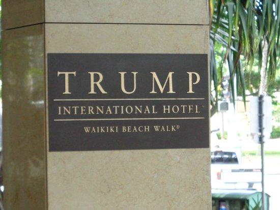 Trump International Hotel Waikiki: The sign outside the main entrance.