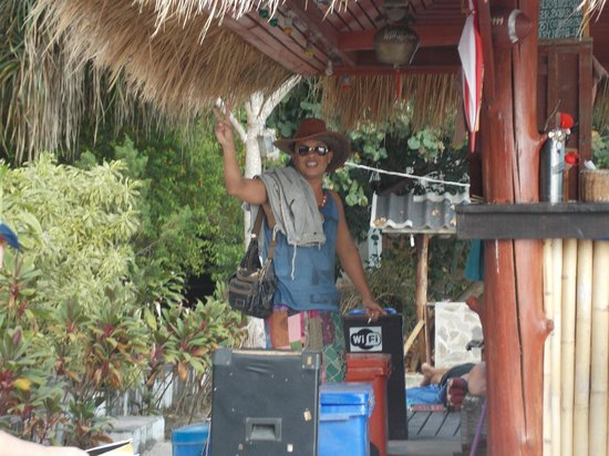 Coco Garden Resort: Bar Staff