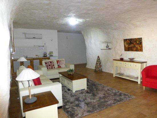 Underground Bed & Breakfast : Lounge  Area  2