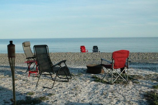 Quinte's Isle Campark : Enjoy your fires by the water