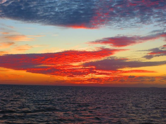 Red Dolphin Sailing Charters: another fantastic sunset over the Bay of Banderas