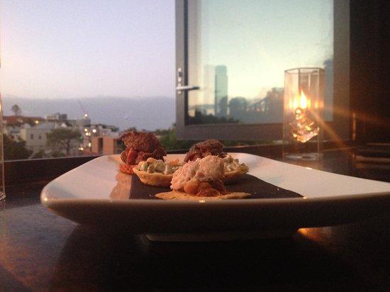 Spicers Balfour Hotel: Canapés at Sunset