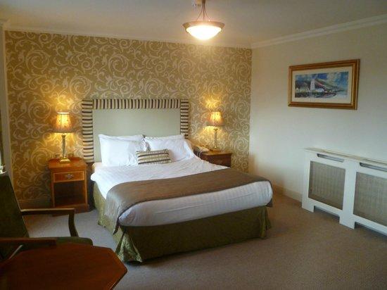 Bracken Court Hotel: Large comfortable bedroom