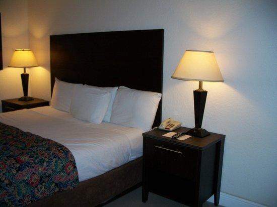 Red Carpet Inn Fort Lauderdale Airport: Room Interior
