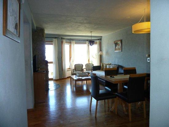 Lirolay Suites: Living