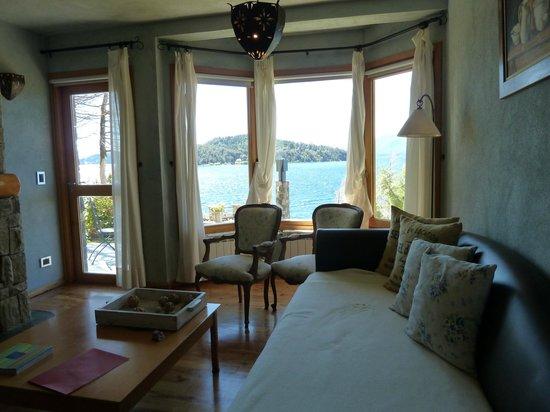 Lirolay Suites: Ventanal al lago